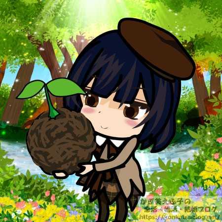森の中で双葉の苗木を持った少女 女の子